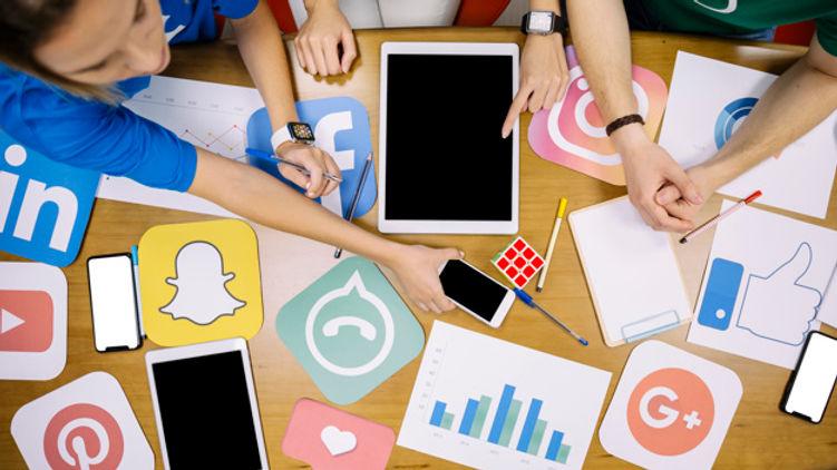 Redes sociales fondo.jpg