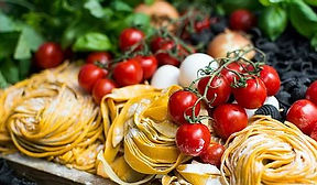 Pasta, Tomaten und Oregano