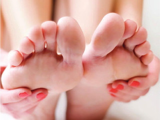 What does it take to become a chiropodist or podiatrist?