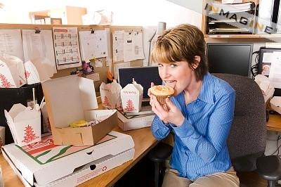 อาหารการกินทุกวันนี้เน้นเรื่องความอร่อยเป็นหลัก เพราะหากอาหารอร่อยก็สามารถสร้างยอดขายได้ แต่หารู้ไม่ว่าหากเราบริโภคอาหารในปริมาณมากๆ ร่างกายก็ใช้พลังงานไม่หมด ในที่สุด อ้วน และเป็นทุกข์ยากแก่การแก้ไข ที่สำคัญ อ้วน นำพาโรคร้ายมาสู่ตัวเราเอง เพราะลำไส้สะสมสิ่งสกปรกต่างๆ ที่เราไม่สามารถขับถ่ายออกได้หมด เมื่อร่างกายสะสมมากๆ ก็เกิดเป็นสารพิษและสารพิษเหล่านี้ก็จะมาทำร้ายคุณนั่นคือ คุณจะเจ็บป่วย ทั้ง เบาหวาน ความดัน มะเร็งลำไส้ ปวดเข่า เข่าเสื่อม ข้อเสื่อม ต้องทนทกข์ทรมานทุกวัน ไม่ใช่เรื่องล้อเล่น ไม่ใช่เรื่องสนุก ดังนั้น แนะนำให้ ดีท็อก หรือ ล้างสารพิษในลำไส้ให้สะอาด ด้วย Pacio หรือ Raspberry Plus หลังจาก ดีท็อกซ์ ให้รับประทาน Caroline เพื่อเป็นตัวช่วยในการ ลดน้ำหนัก หรือ ลดความอ้วน ให้คุณกลับมาดูดี สุขภาพแข็งแรง นั่นเอง