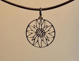 Collier motif petit edelweiss ,  inox