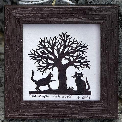 2 chats sous un arbre, cadre brun de 6 x 6 cm