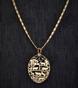 Collier ovale, motif poya, doré