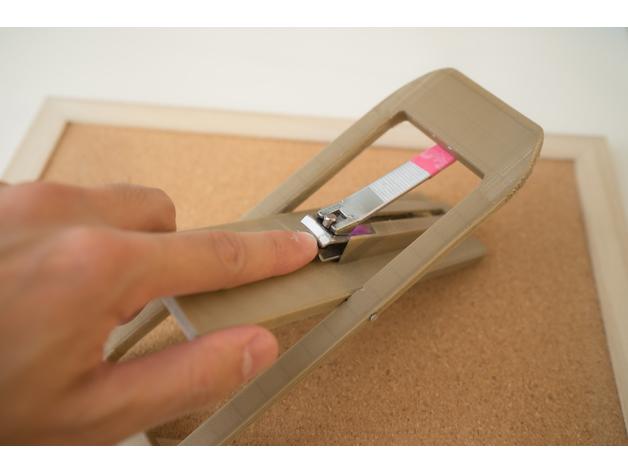 關節炎患者 指甲剪輔助工具操作範例