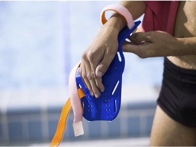 游泳矯正器 穿戴圖