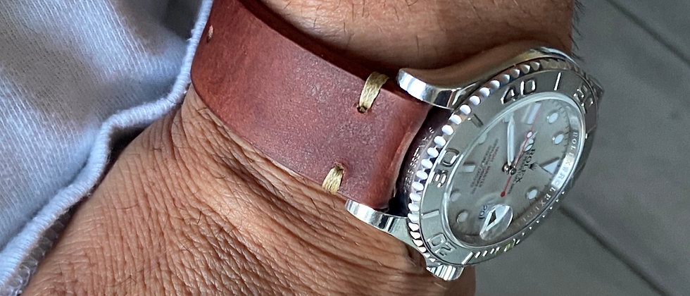 COGNAC Leather strap TAN stitching