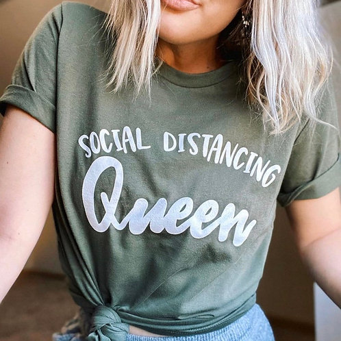 PLAYERA SOCIAL DISTANCING QUEEN