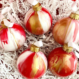 Ornament%2520Set_Red%2520and%2520Gold_2_