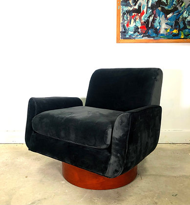 Mid-Century Modern Milo Baughman Style Swiveling Barrel Chair