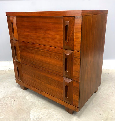 Mid Century Modern Bachelor Chest By American Martinsville