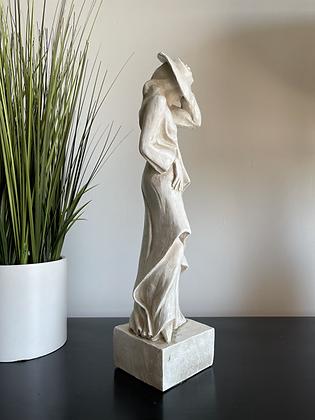 "Vintage 1984 Universal Statuary Corp Lady Sculpture 18"""