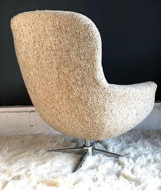 Mid-Century Modern Swiveling Egg Style Armchair