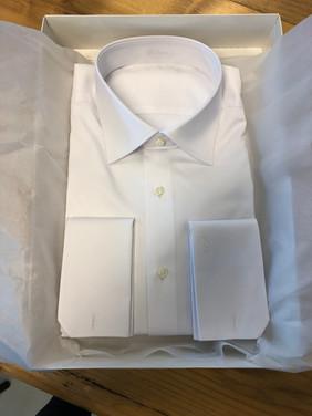 Wit maatshirt met manchet
