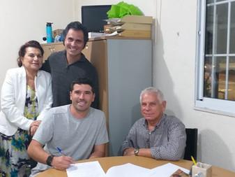 Assinatura do contrato com o engenheiro