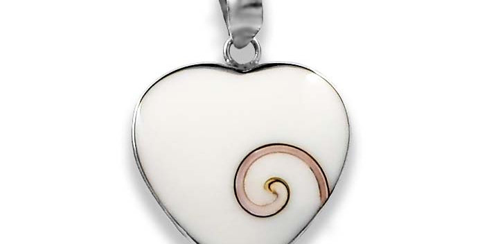 WHITE SHELL HEART PENDANT 26MM