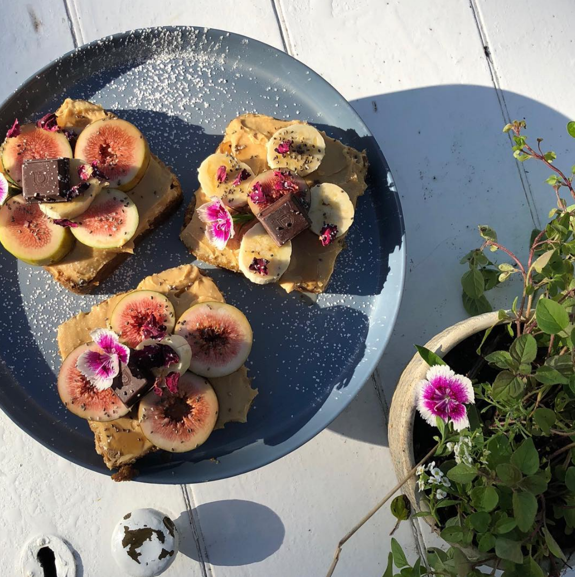 veganmegan fig toast