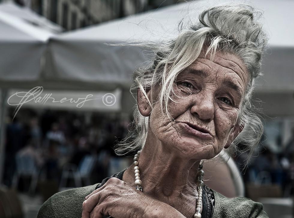 old-woman-in-Dubrovnik-Market.jpg