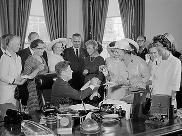 JFK-signs-equal-pay-act-of-1963-into-law