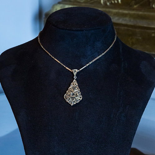 Collier antico  in oro con pendente di diamanti a rosetta