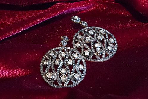 Orecchini tondi in oro e argento con diamanti e rosette di diamante