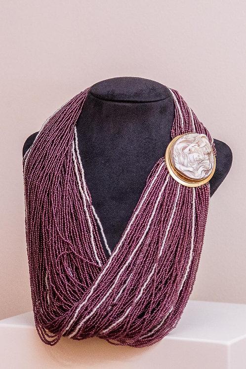 Collana multifilo in granato con cammeo napoletano antico