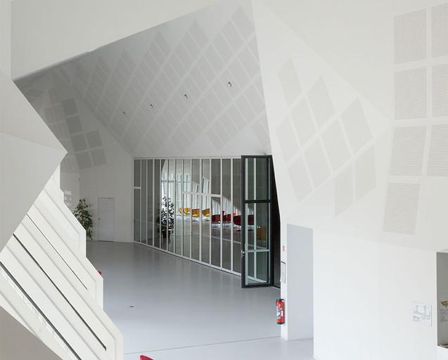 Centre Congres Jonzac 3.jpg