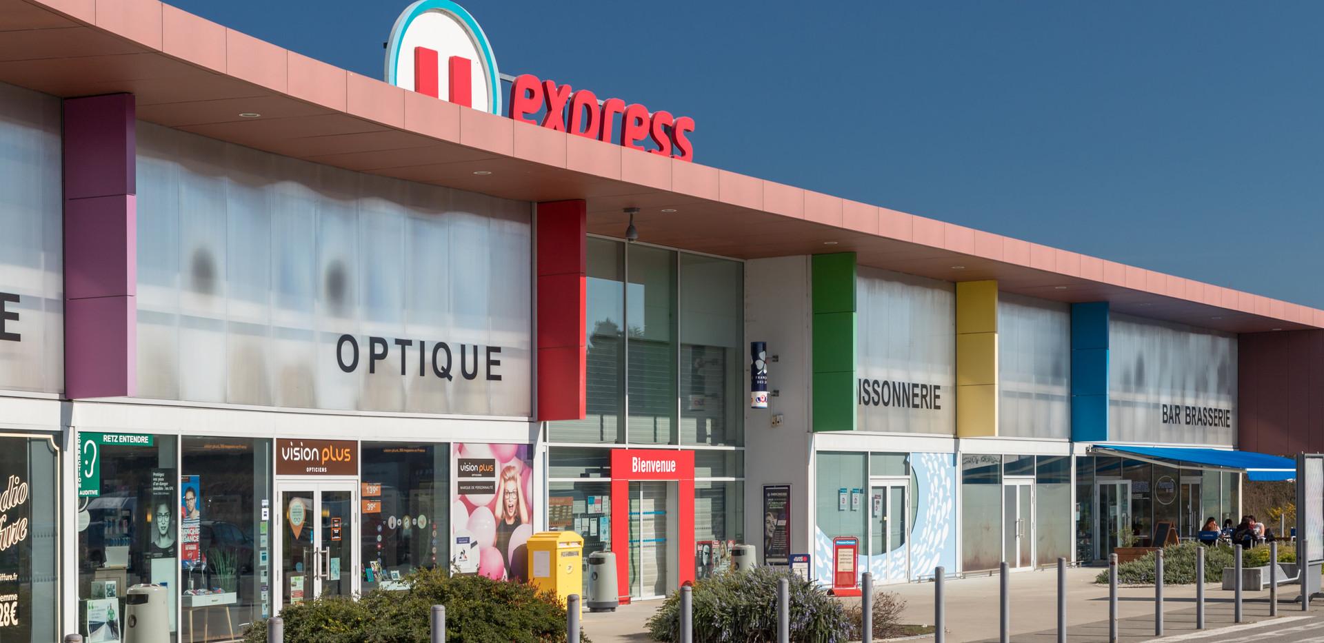 U Express Saint Pere en retz-3comp.jpg