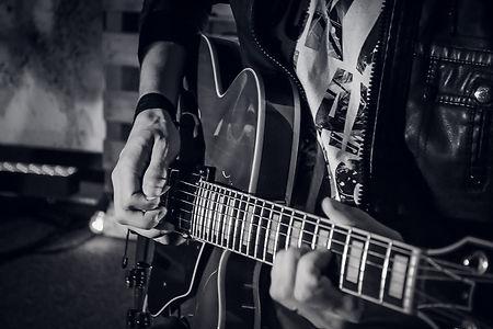 guitar-907654.jpg