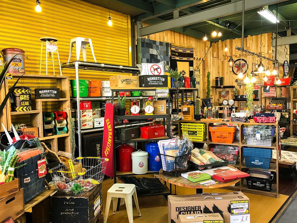 ウンコちゃんの家具屋さん 八尾店内 雑貨コーナー