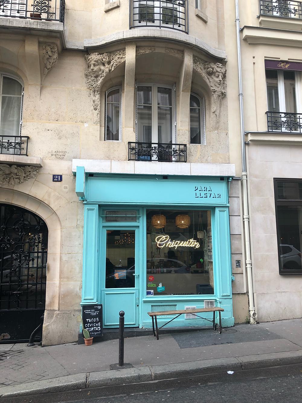 ピガール地区  こんな鮮やかなお店のフェイス。いい。ちなみにケバブ、タコス屋さんです