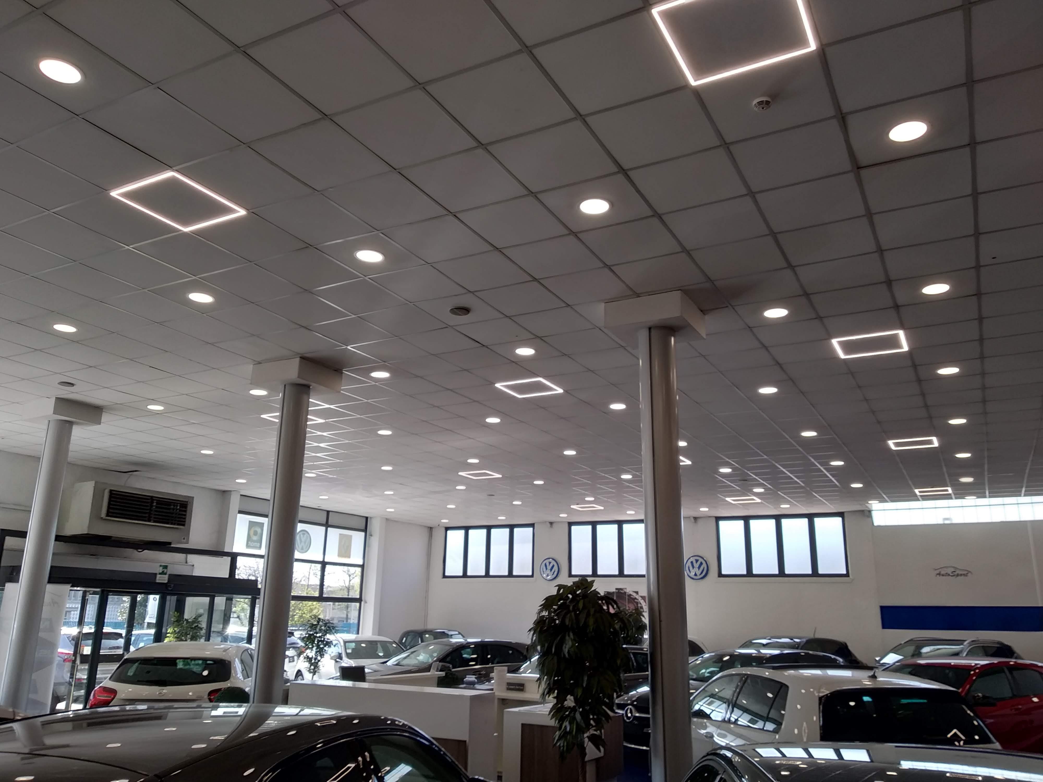 negozio cornice luminosa LED