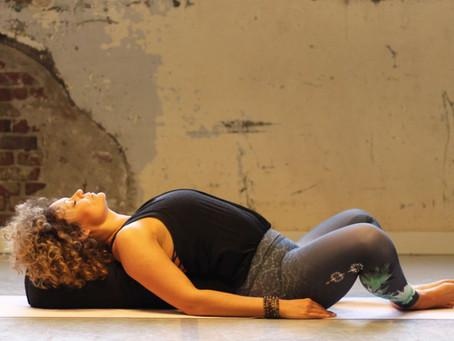 Hot Yin yoga: alles wat je wilt weten over Hot Yin yoga