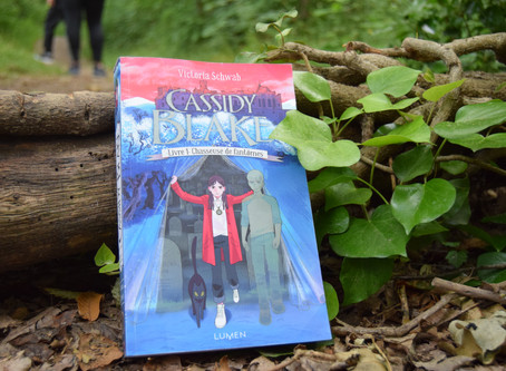 Cassidy Blake, Tome 1 : Chasseuse de fantômes, V.E. Schwab