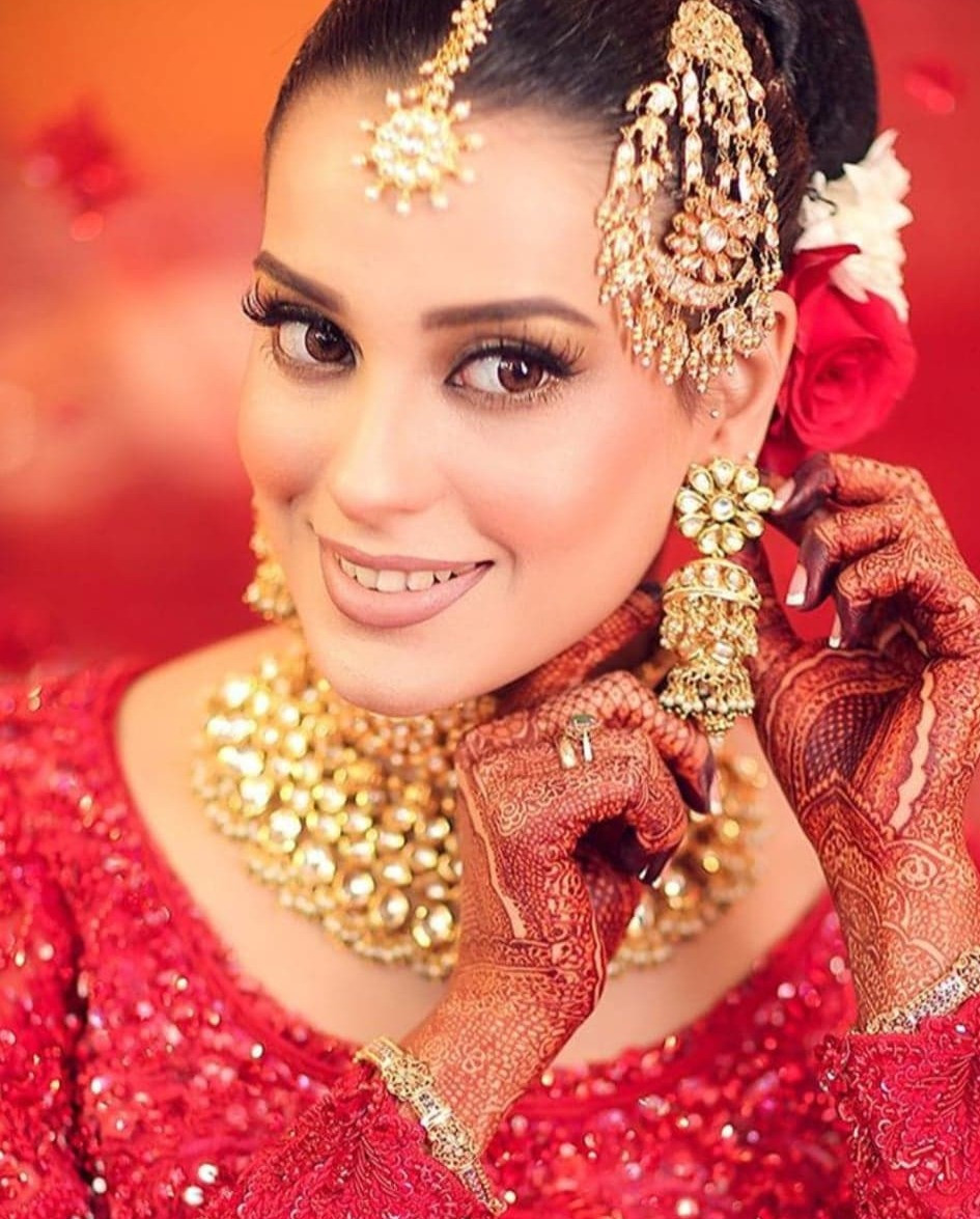 iqra aziz bridal makeup wedding day bronze eyes soft lips