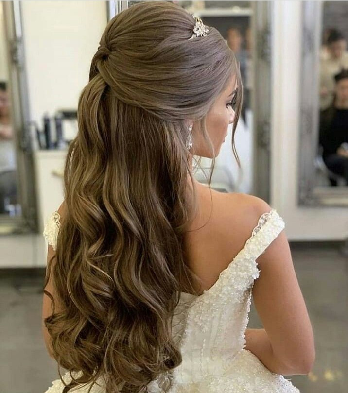 loose curls half up half down hairstyle for brides minimal
