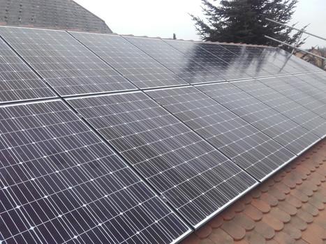 Solaranlage Auf Dach, die Solaranlage wird mittels Alu – Unterkonstruktion auf das bestehende Dach montiert.