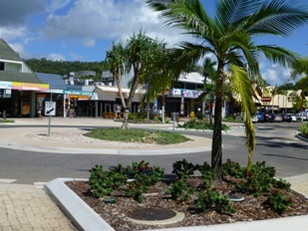 Roundabout at front entrance in the main street of Airlie Beach