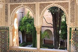 alhambra-402359__480.jpg
