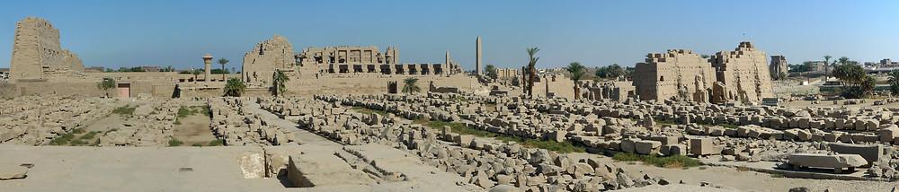Panorama Karnak vanaf Chonsoe.jpg