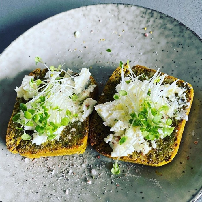 Turmeric bread slices with feta cheese and cress <img>