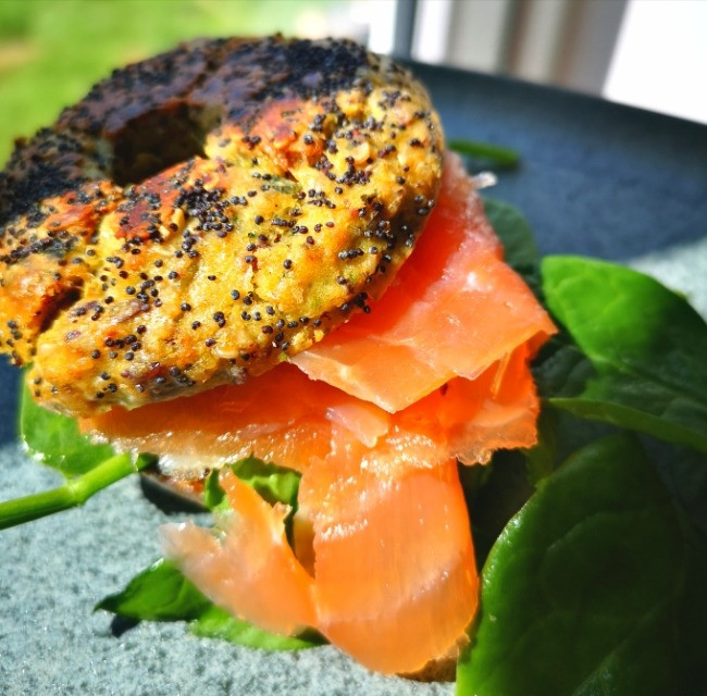 Low Carb Bagels with smoked salmon and spinach <img>