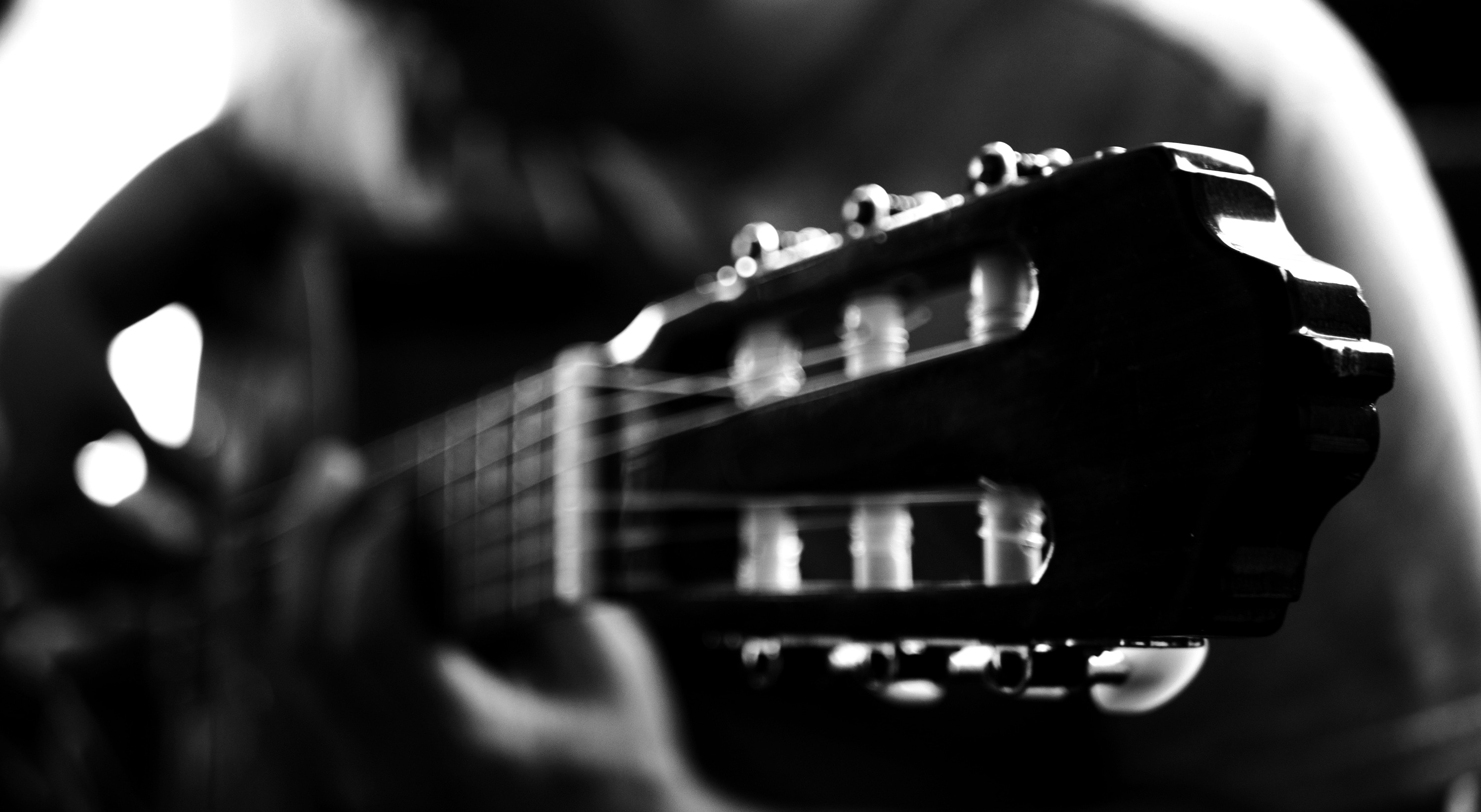 Live online Classical Guitar lessons
