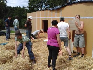 Chantier participatif: toiture mise en paille
