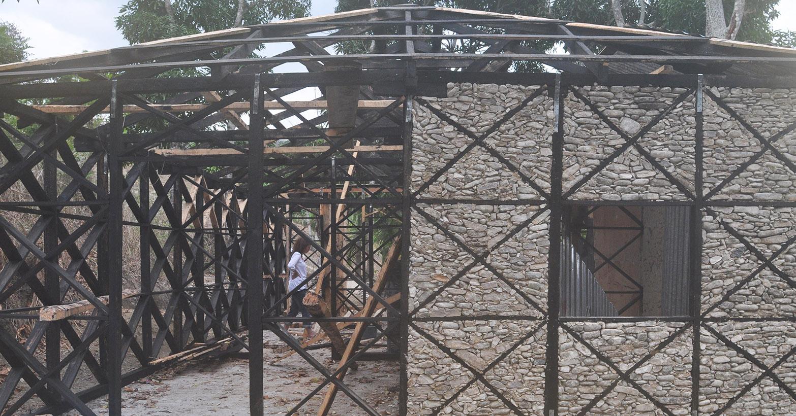 Bâtiment bois/pierres/terre
