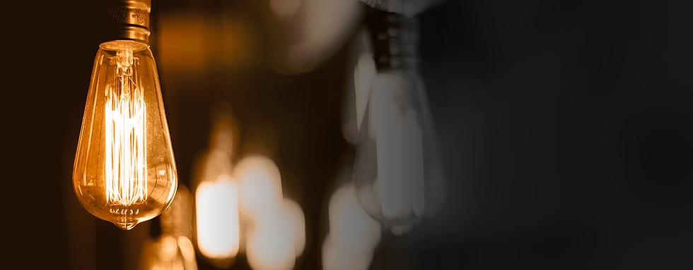 Orangene Lampe im Fokus