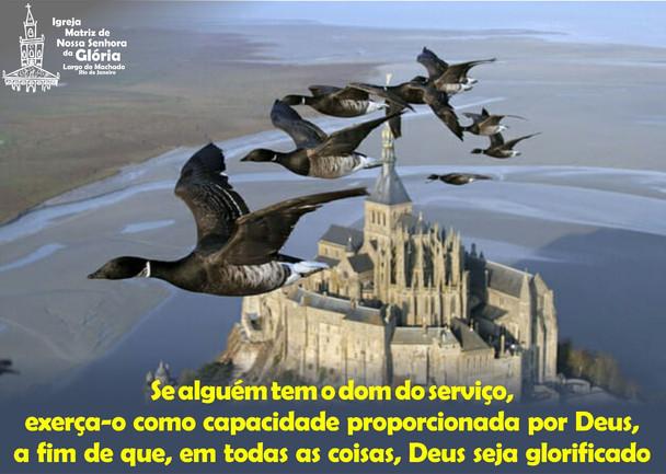 Se alguém tem o dom do serviço, exerça-o como capacidade proporcionada por Deus, a fim de que, em to