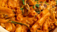 DELECTABLY CREAMY TOMATO PASTA WITH SAUTÉED MUSHROOMS AND SPINACH