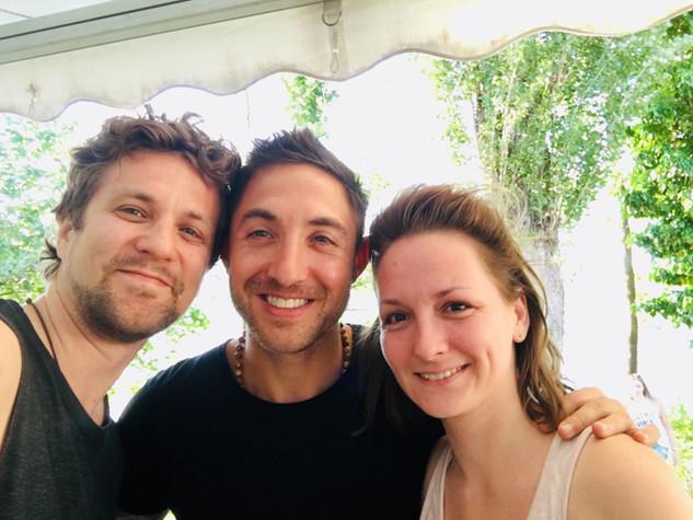 Yogaklasse mit Dylan Werner beim Namasté am See Festival 2019