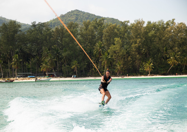 Woman Wakeboarding in Chaloklum bay koh phangan, things to do, activities, watersports, attractions, sehenswürdigkeiten