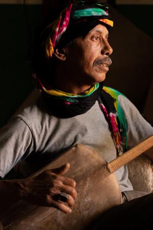 berber playing guitar travel photography